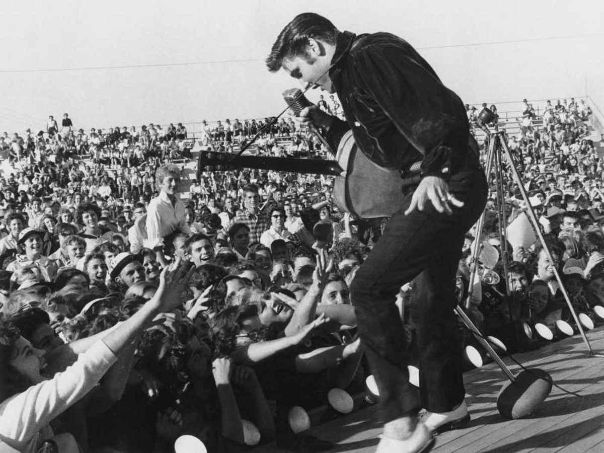 Elvis Presley perfomring live
