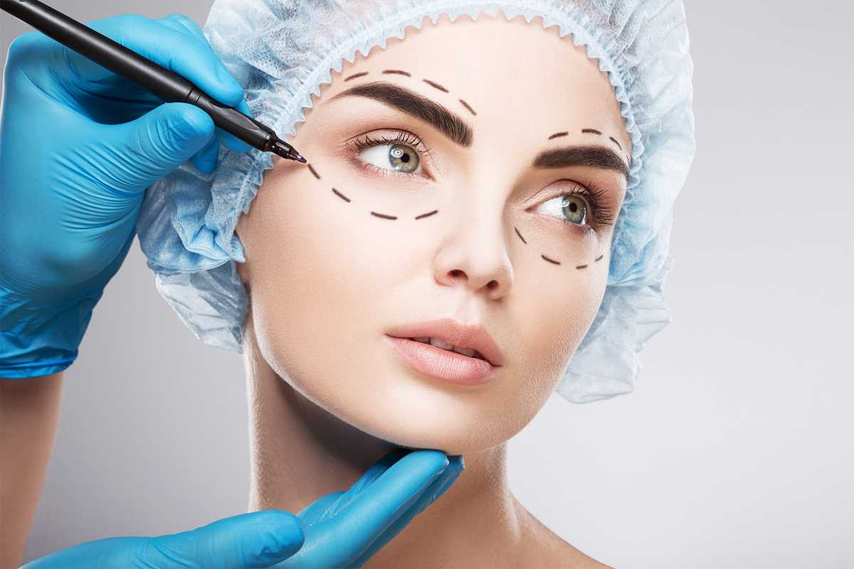 women getting plastic surgery facelift
